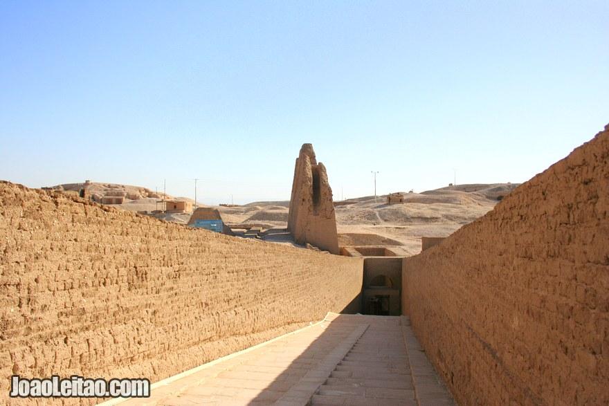 Foto do Templo mortuário da Rainha Hatshepsut
