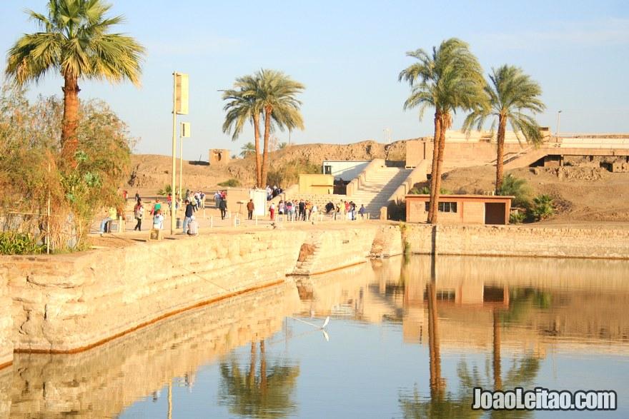 Foto do Lago Sagrado de Karnak