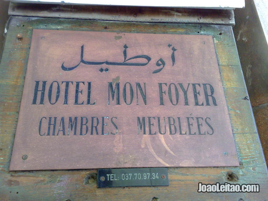 Placa do Hotel Mon Foyer em Rabat, Marrocos