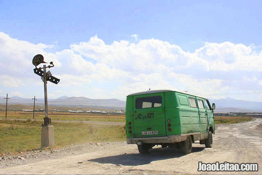 Estrada perto do Lago Sevan, Visitar a Arménia