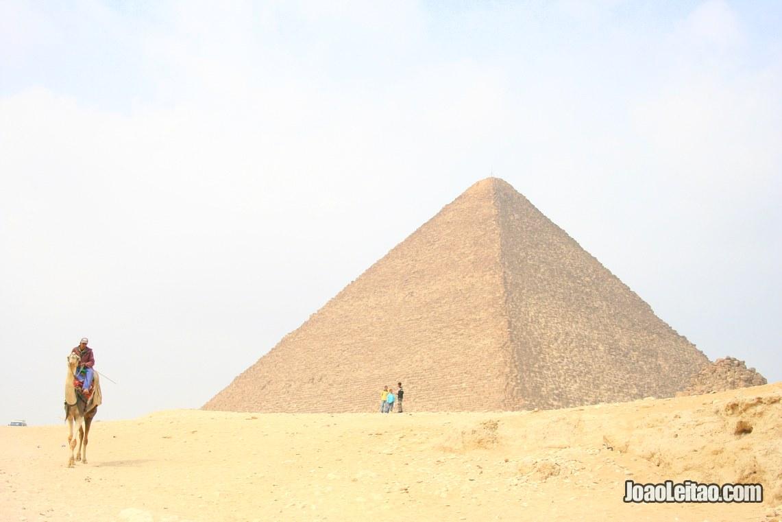 Pirâmide de Queops com camelo, Egito