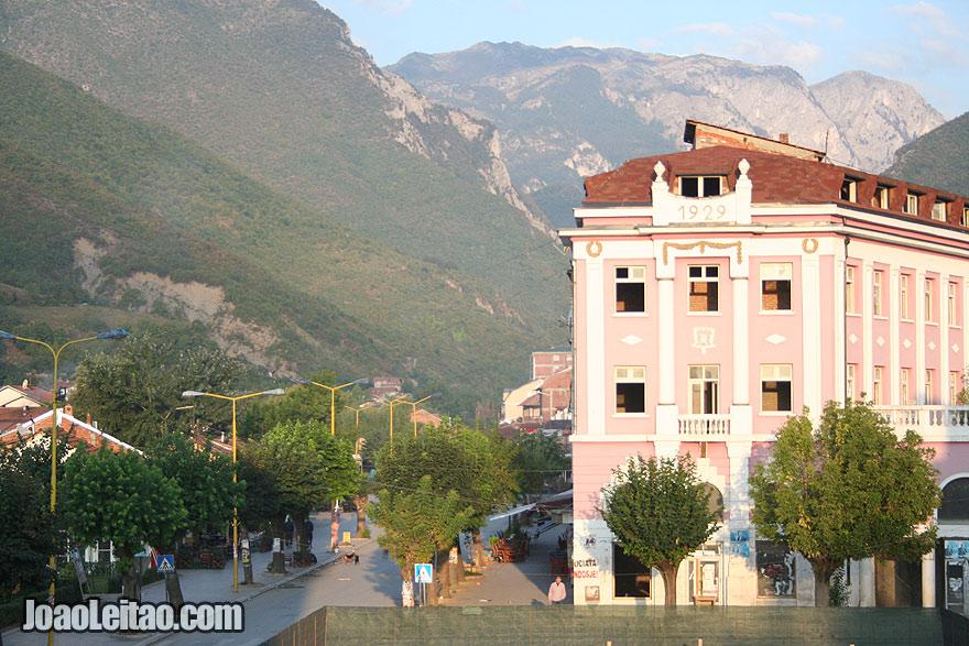 Centro da cidade de Peje, Visitar o Kosovo
