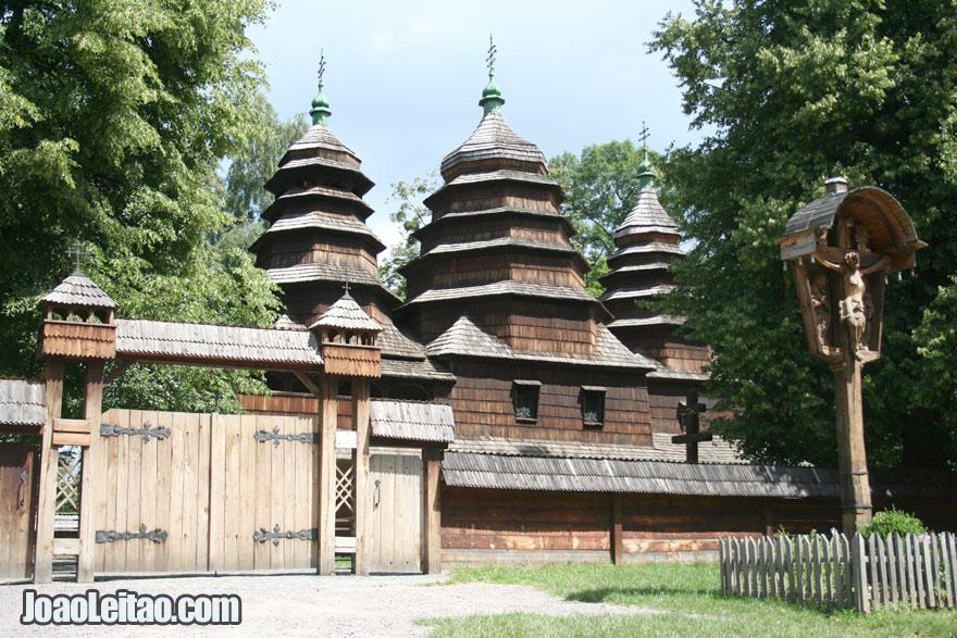 Igreja de madeira em Lviv, Visitar a Ucrânia