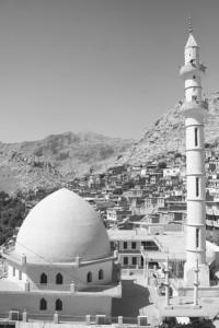 Mesquita e vista da cidade de Aqrah