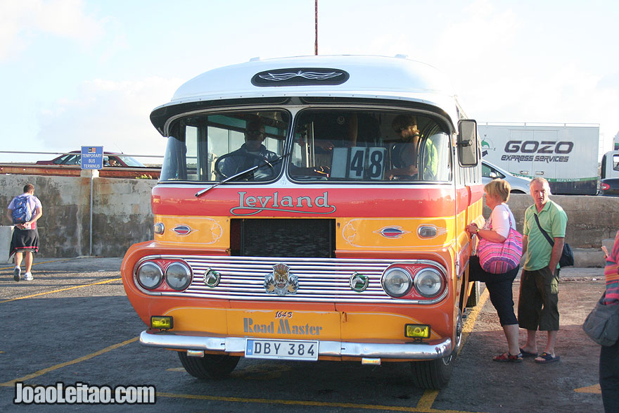 Autocarros (ônibus) típicos, Visitar Malta