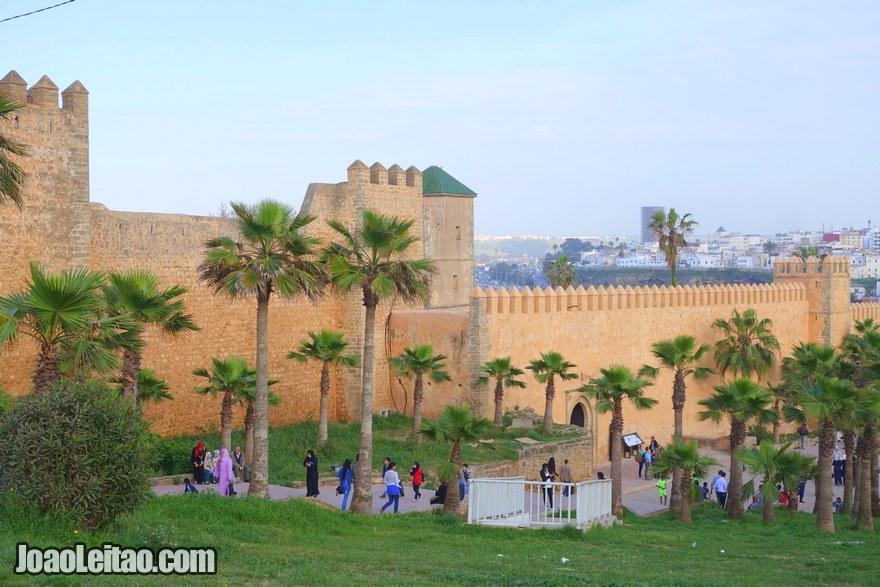 Foto das muralhas exteriores do Casbá de Oudaias