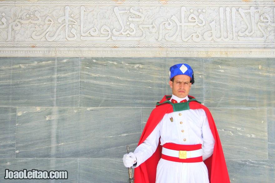 Foto da Guarda Real marroquina no Mausoléu Mohammed V