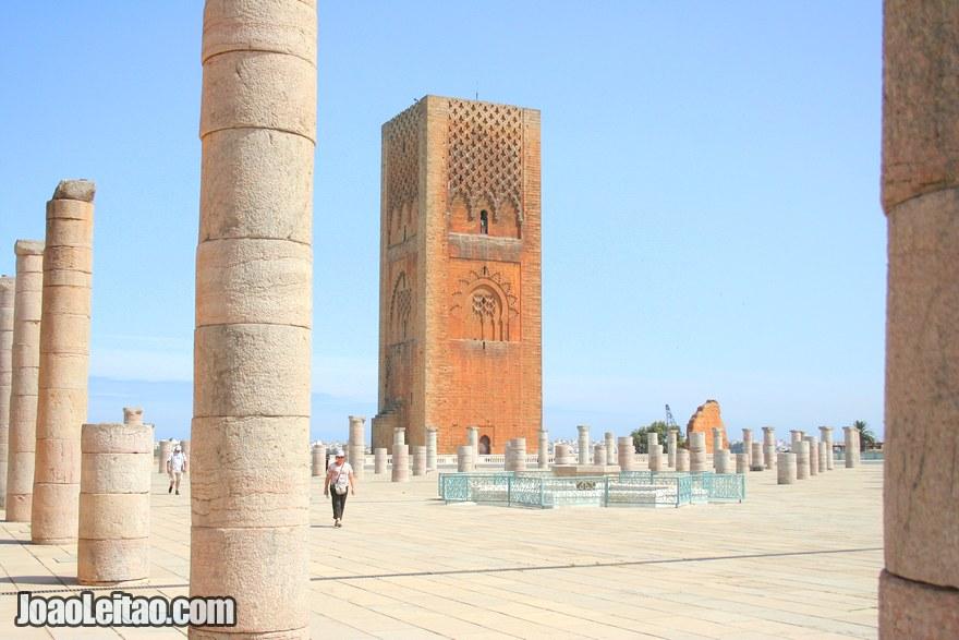 Foto da Torre Hassan um dos monumentos mais importantes da cidade