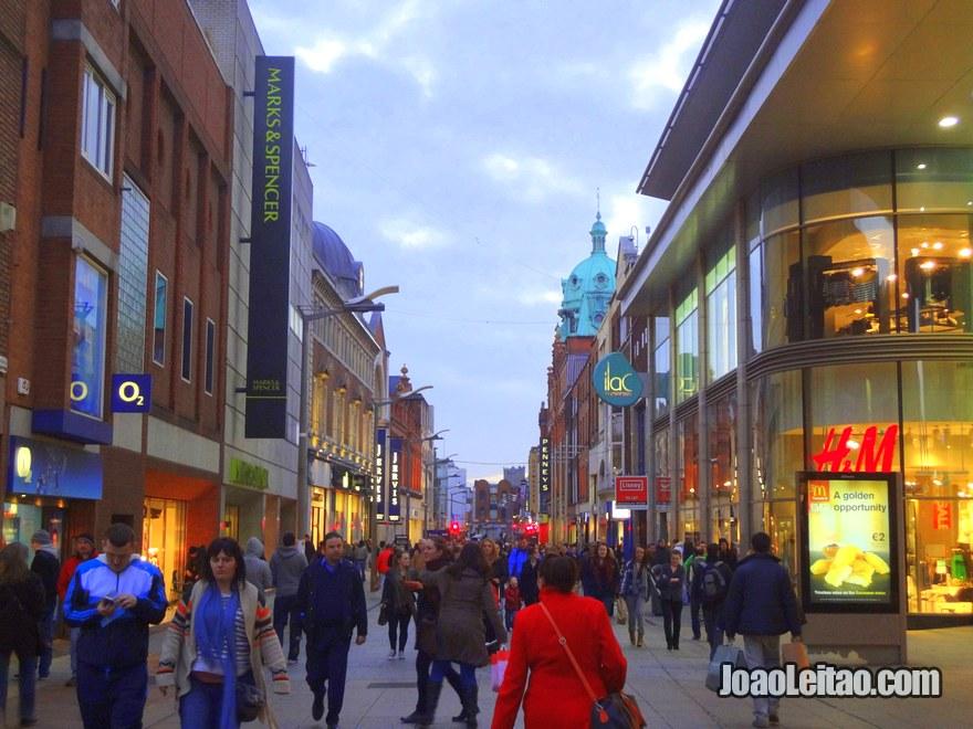 Grafton street é uma das melhores ruas para compras na cidade de Dublin
