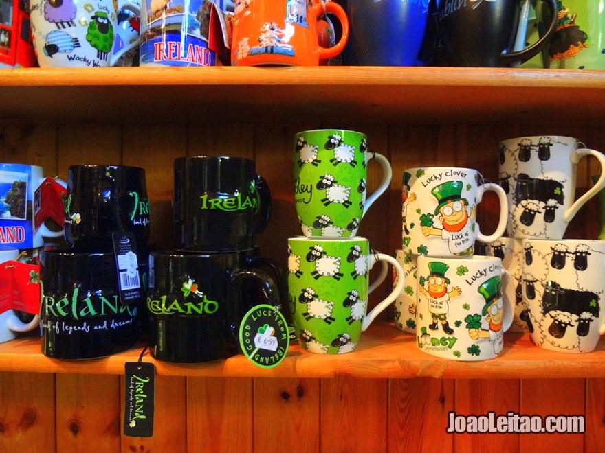 Foto de Souvenirs da Irlanda numa loja em Dublin