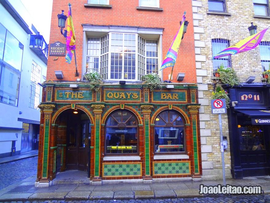 Foto do pub irlandês The Quays Bar no centro de Dublin