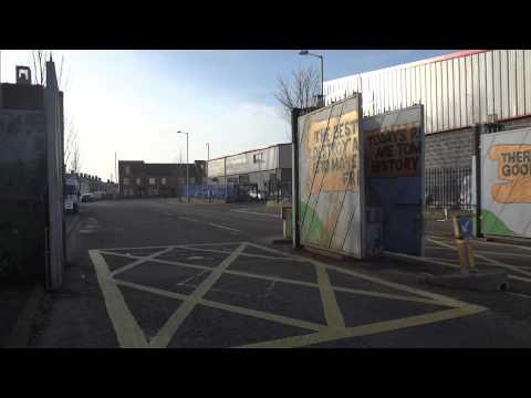 Vídeo do muro e portão de separação em Belfast, Irlanda do Norte 6