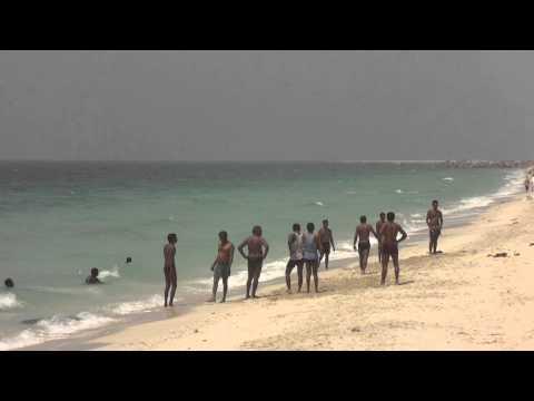 Vídeo de futebol humano na praia em Ajman, Emirados Árabes Unidos 32
