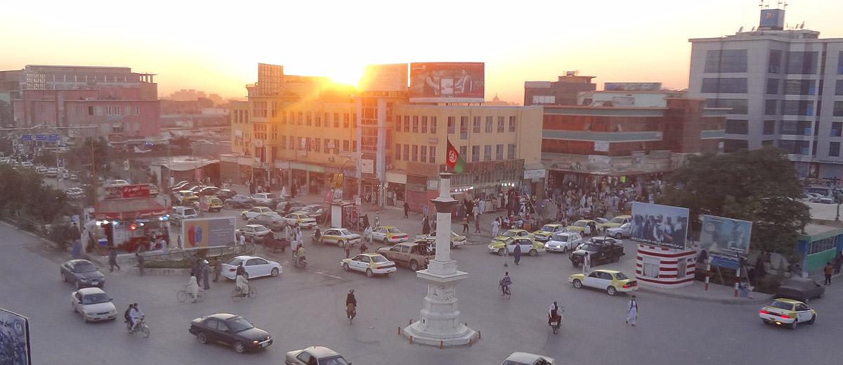 Por-do-Sol no centro de Mazar-e Sharif
