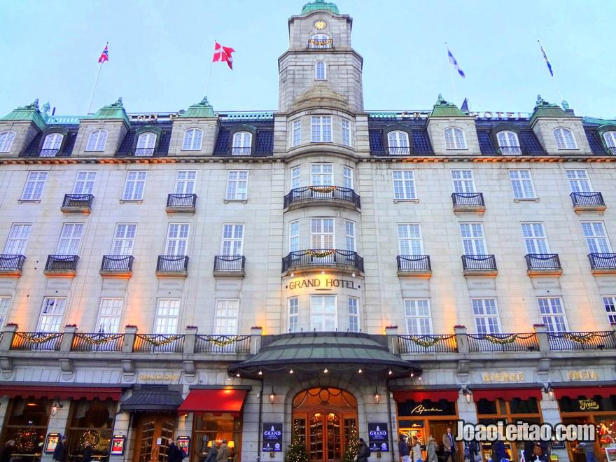 Fachada do Grand Hotel, Alojamento em Oslo