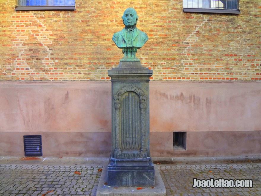 Foto de estátua na rua de Oslo