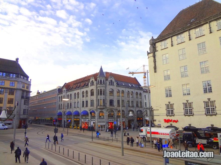 Foto da Praça central de Oslo