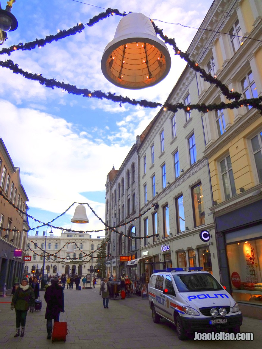 Foto de rua movimentada em Oslo