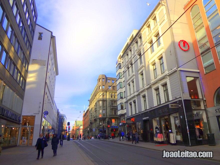 Foto de uma rua no centro de Oslo