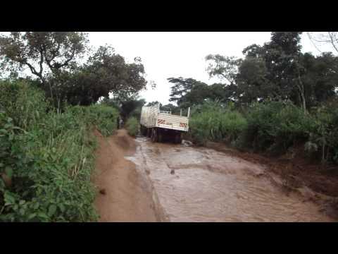Vídeo de ficar preso na lama na República Democrática do Congo 2