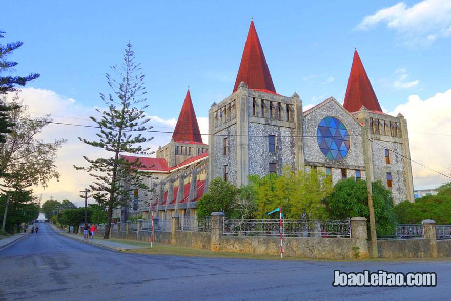 Igreja na capital de Tonga, o 17º país menos populoso do mundo