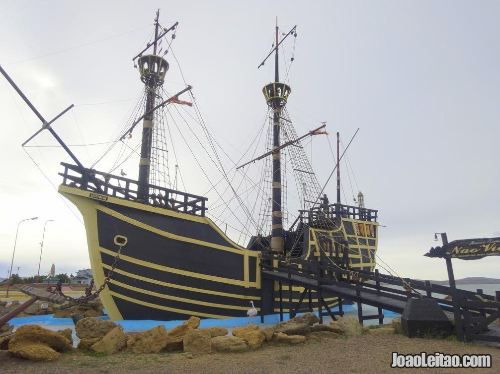 Réplica da nau Victória, de Fernão de Magalhães em Puerto de San Julian no sul da Argentina