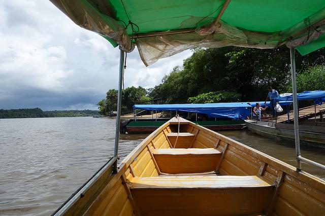 Fronteira Guiana Francesa-Brasil, Polícia e Barco em Oiapoque 1