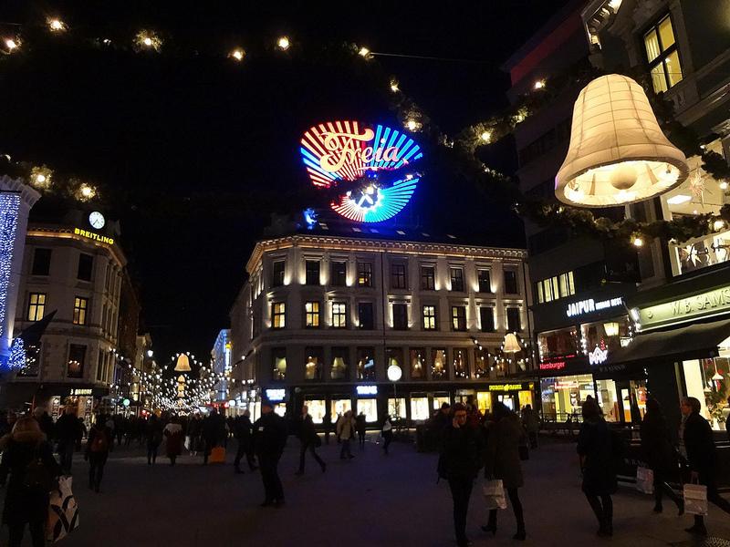 Iluminação de Natal na Rua Karl Johans em Oslo 3