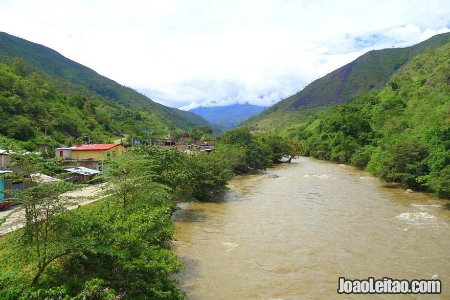Balsa border Peru