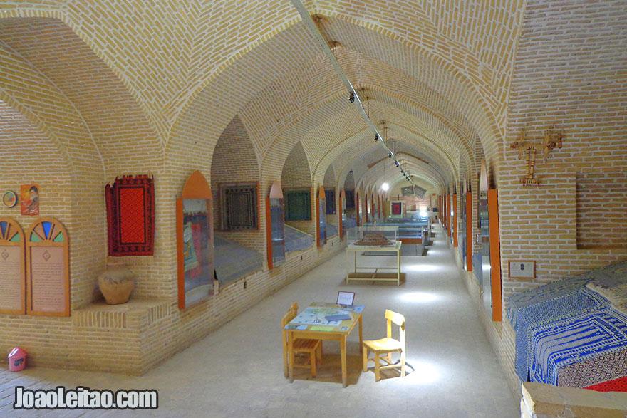 Caravançarai e Museu do Têxtil em Meybod
