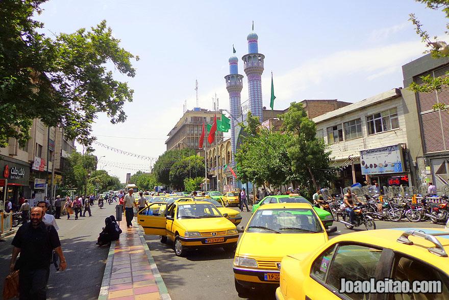 Movimentadas ruas de Teerão