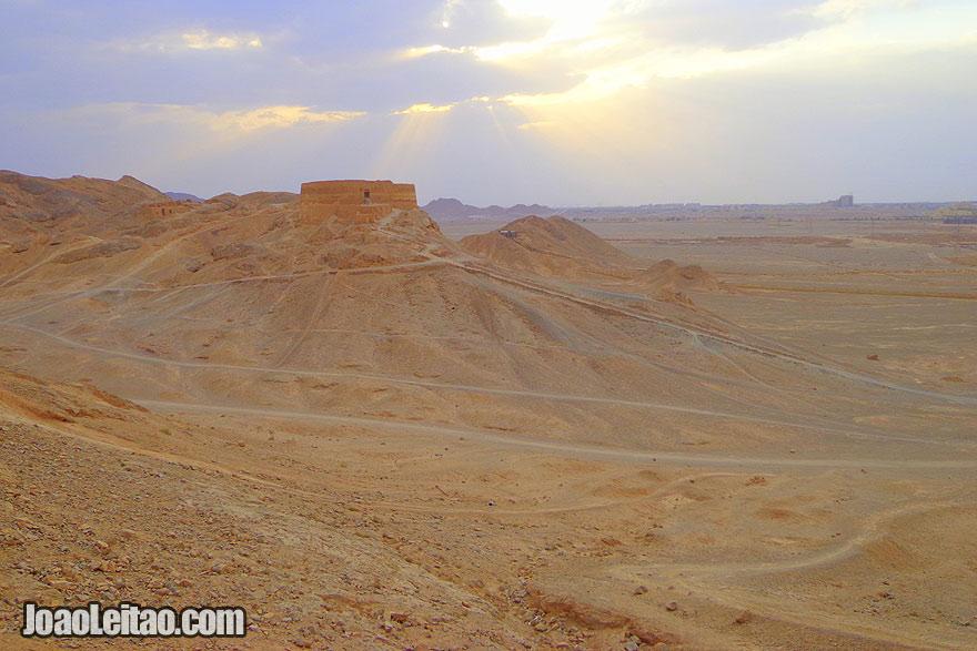 Torres de Silêncio em Yazd