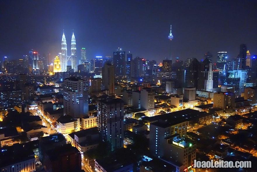 Vista de Kuala Lumpur da janela do meu quarto no 35º andar - Viajar na Malásia