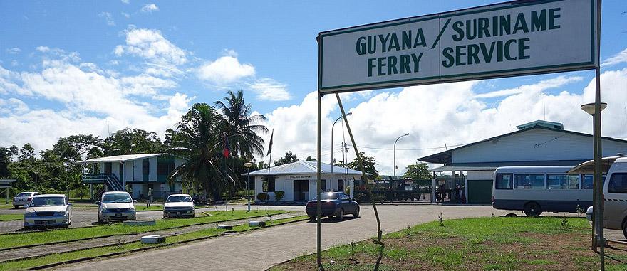 Moleson Creek – fronteira da Guiana com o Suriname