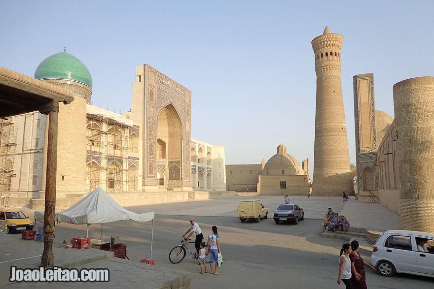 Madrassa Mir i Arab e o complexo religioso Islâmico de Po-i-Kalyan em Bucara