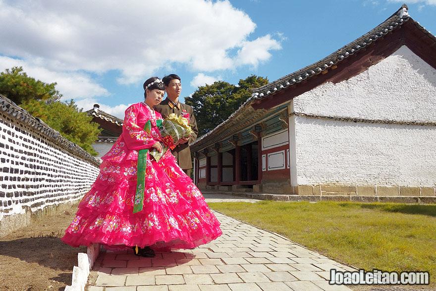 Casal recém casado em Kaesong – Viajar na Coreia do Norte