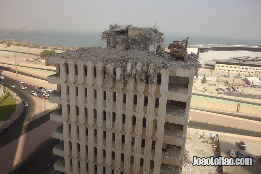 Edifício da Kuwait Airways destruído durante a invasão do Iraque em 1991