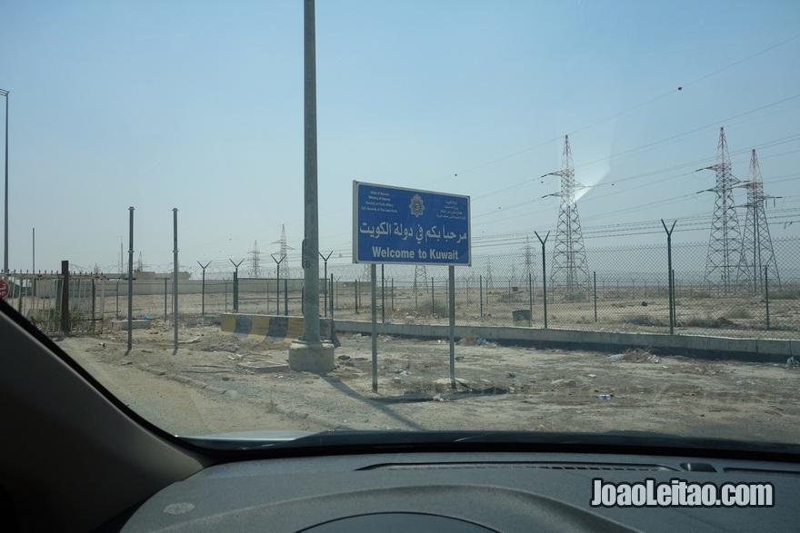 Placa de entrada no Kuwait vindo do Iraque, na fronteira de Abdali