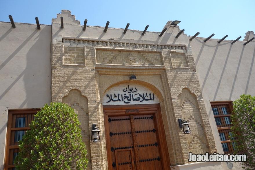 Edifício com arquitectura tradicional do Golfo