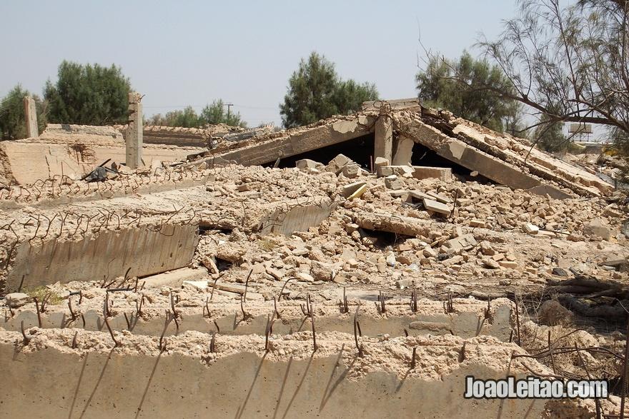 Edifícios destruídos na Autoestrada da Morte no Kuwait