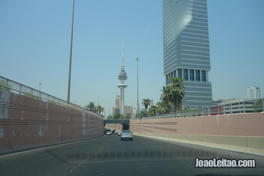 Avenida Mubarak Al Kabeer na Cidade do Kuwait