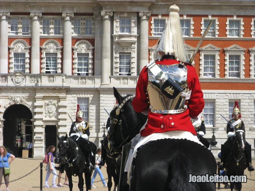 Horse Guards Parade com cavalos em Londres