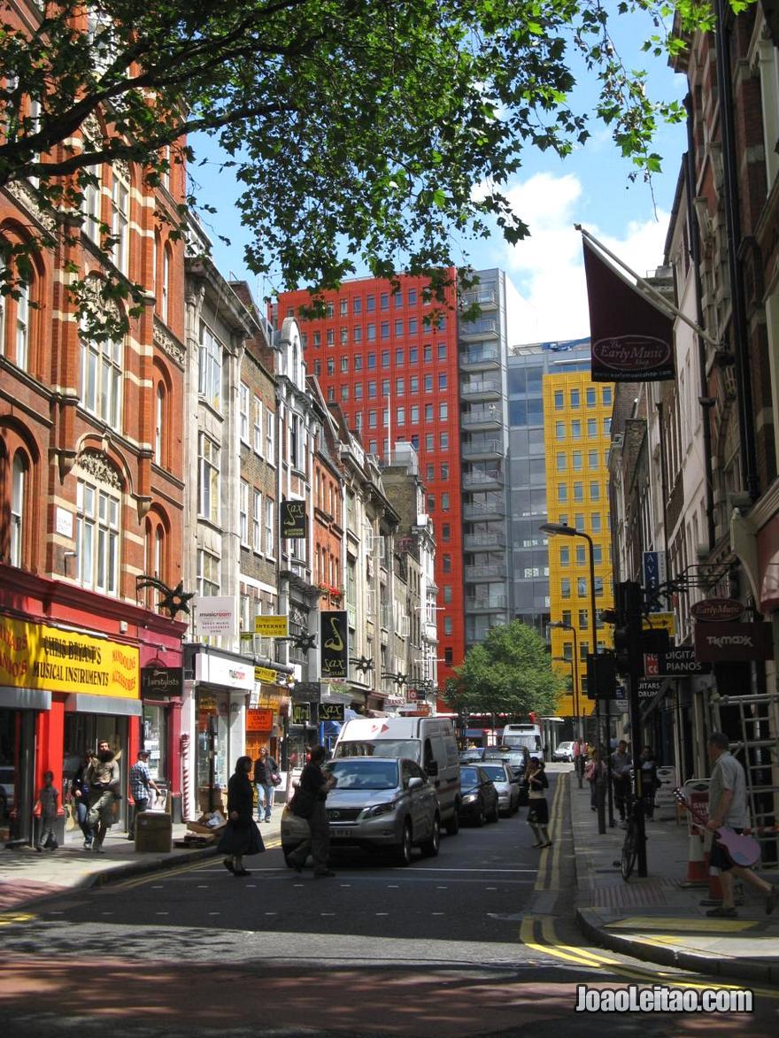 Rua Denmark Street em Londres