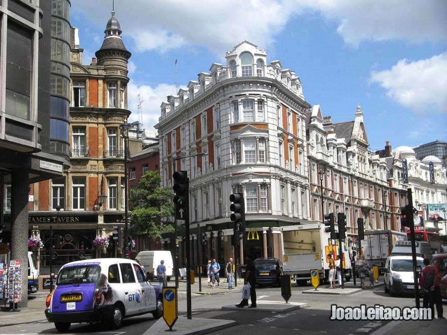 Shaftesbury Avenue na zona da West End em Londres