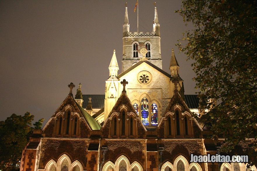Catedral de Southwark em Londres durante a noite