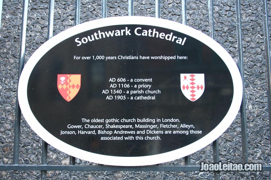 Placa explicativa da Catedral de Southwark em Londres