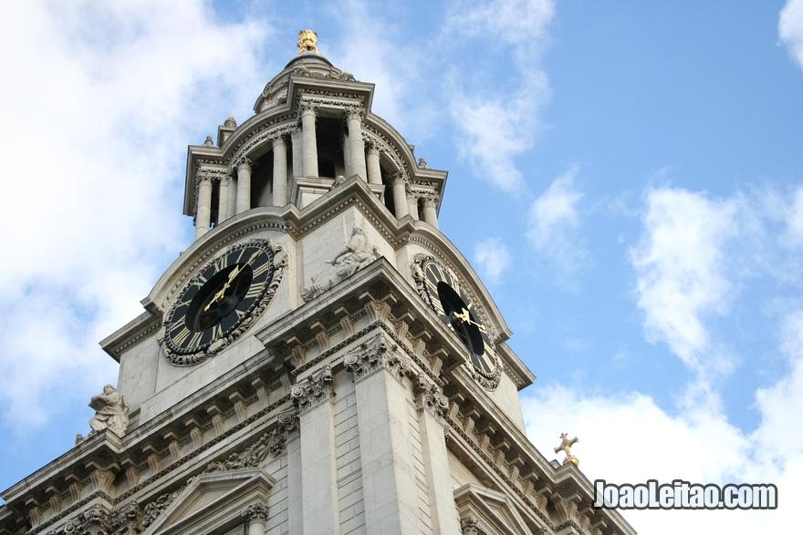 Foto de Londres com um detalhe da Catedral de São Paulo