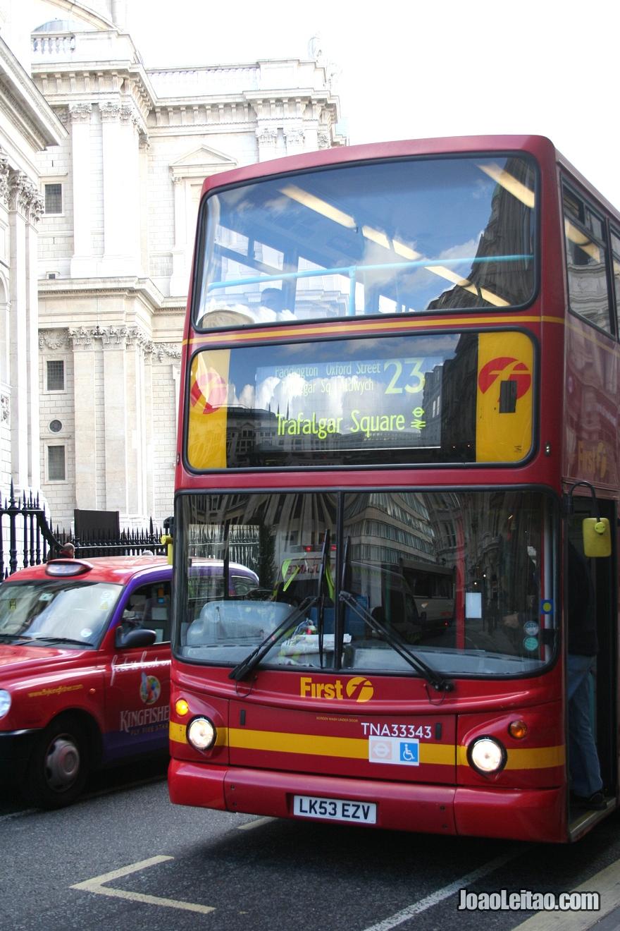 Famoso Double decker bus ou autocarro panorâmico (ônibus panorâmico)