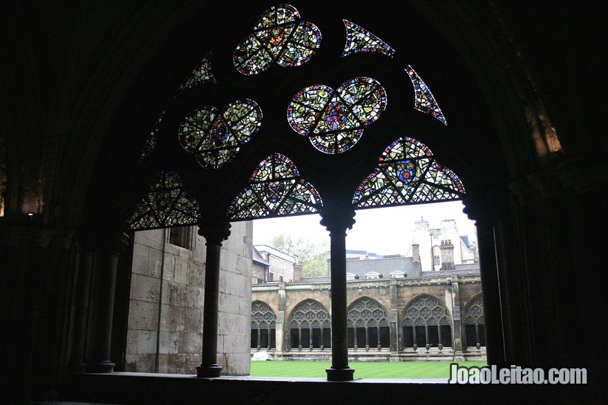 Claustro dentro da Westminster Abbey
