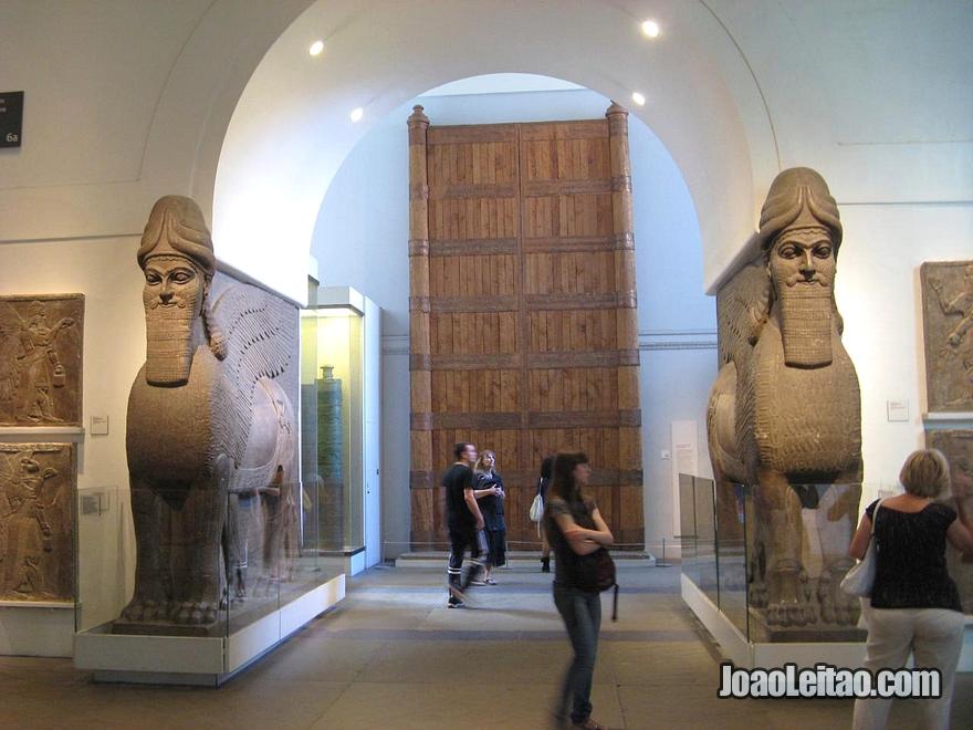 Colecção de peças da Pérsia dentro do Museu Britânico